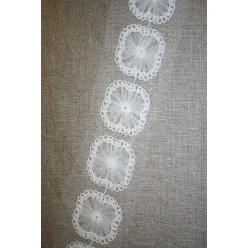 Bånd med blomst-firkant på tyl, knækket hvid-31