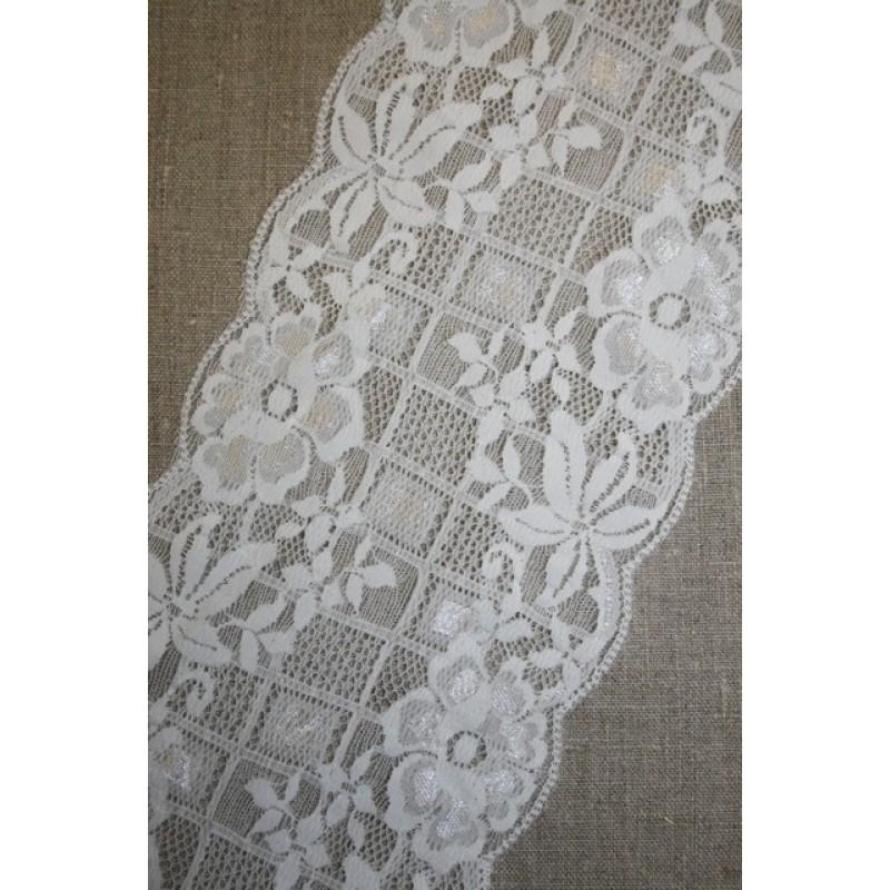 Hvid strækblonde m/firkant/blomster, 130 mm.