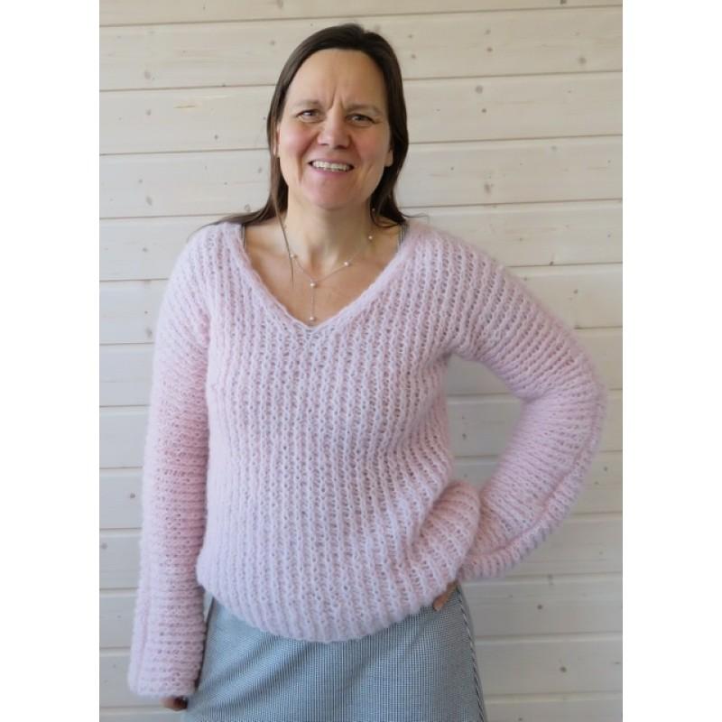 Sweater strikket i Børstet Uld