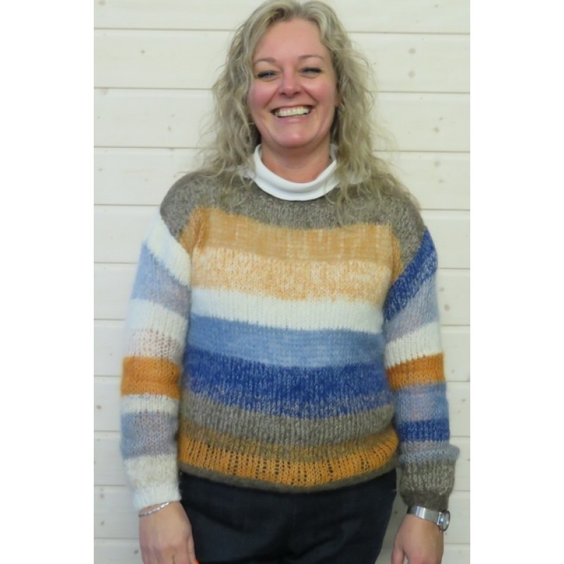 Stribet sweater strikket i rester i mohair og Rustic