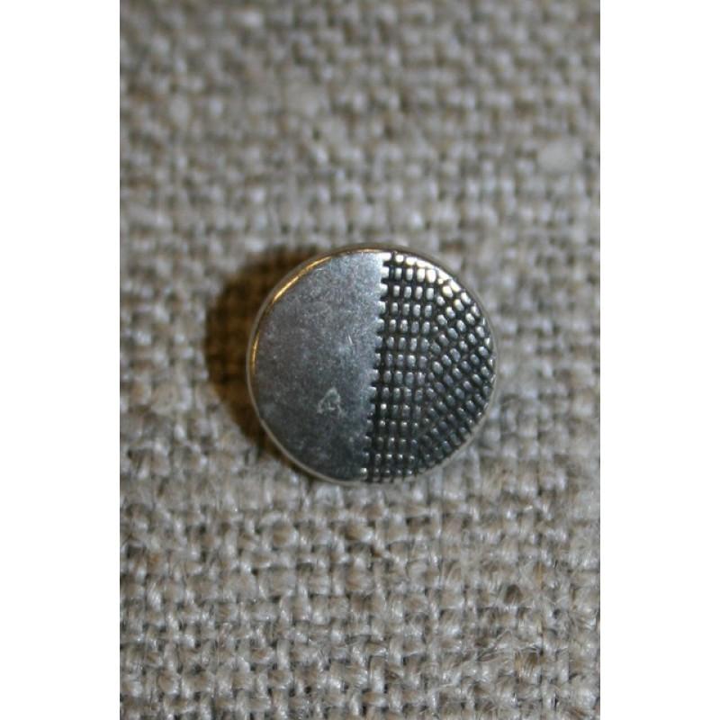 Lille metalknap sølv m/mønster i ene side 9 mm.-35