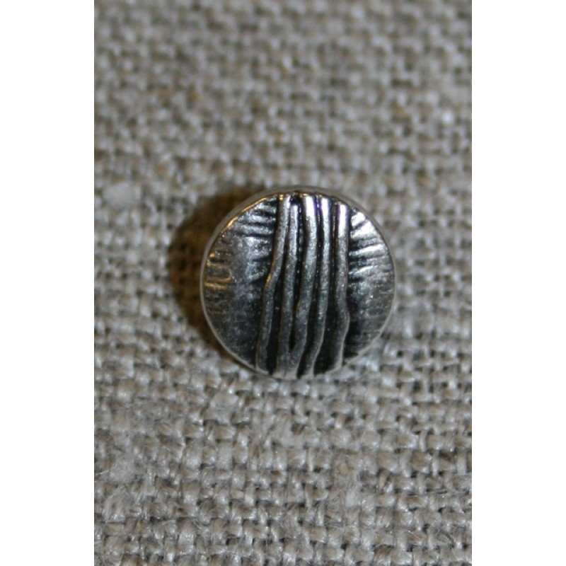 Lille metalknap sølv m/streger 9 mm.-35