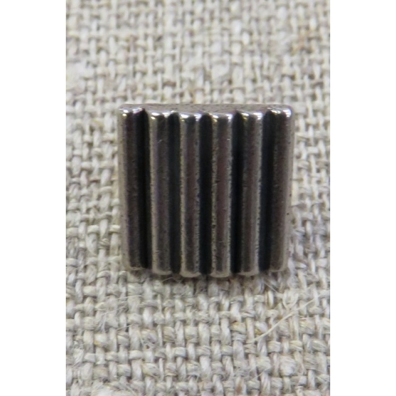 Firkanter knap i gl. sølv med riller, 11 mm.-32