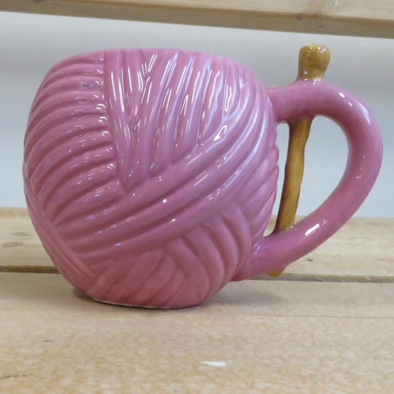 Krus med garnnøgle i rosa