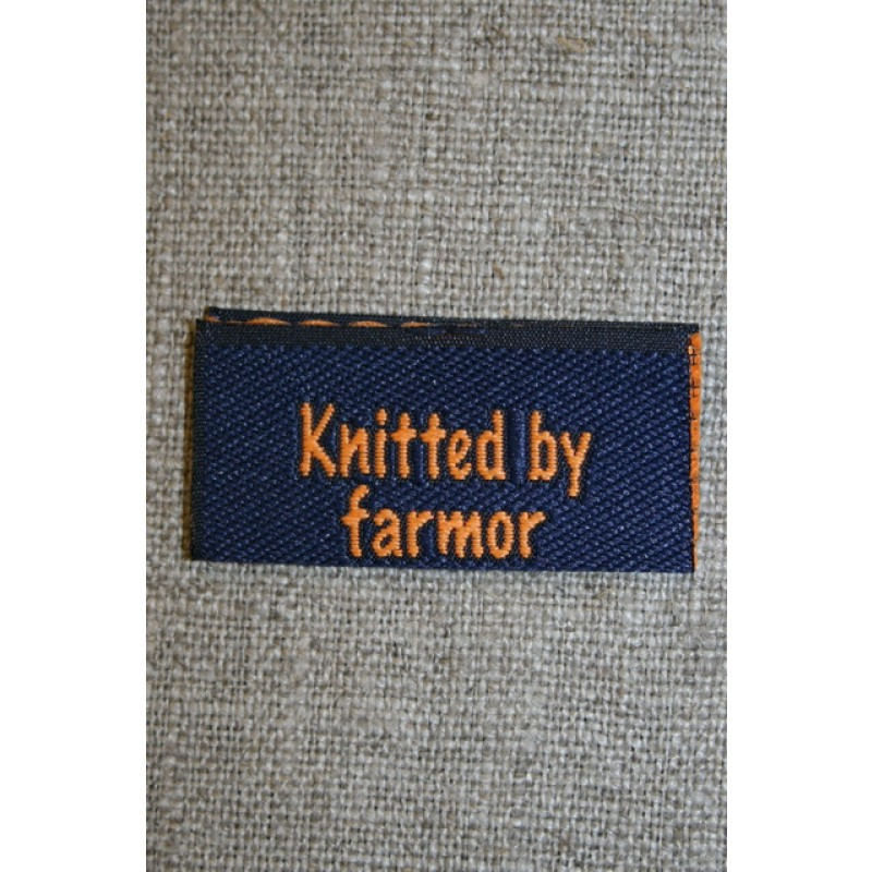 "Blå/orange mærke ""Knitted by farmor"""