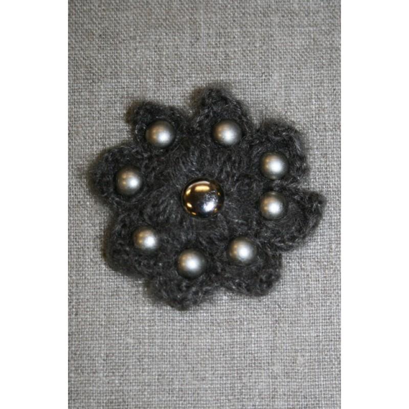 Hæklet blomst m/nitter, mørk grå-brun-33