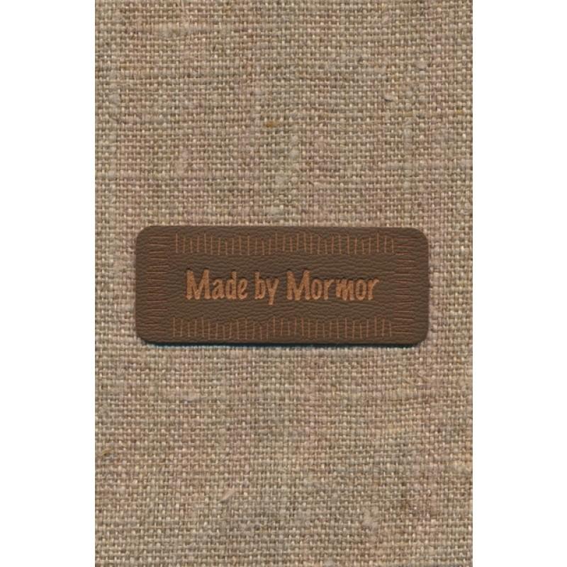 """Motiv i læderlook i brun """"Made by Mormor"""""""