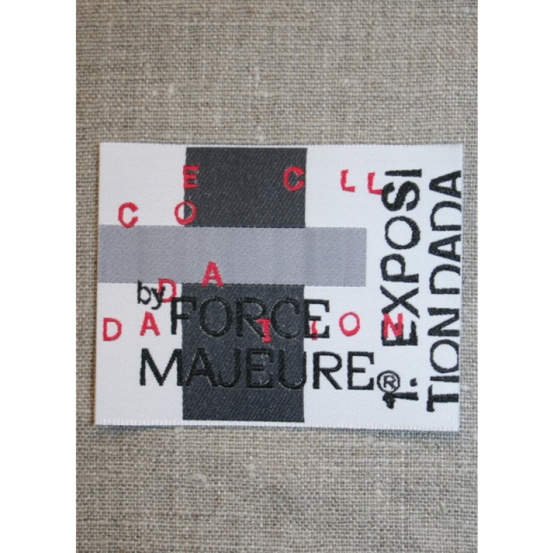 Mærke m/tekst, hvid/grå/rød-31