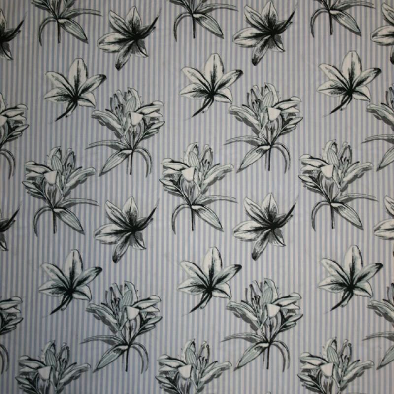 Bomuld stribet lyseblå og hvid med liljer-38