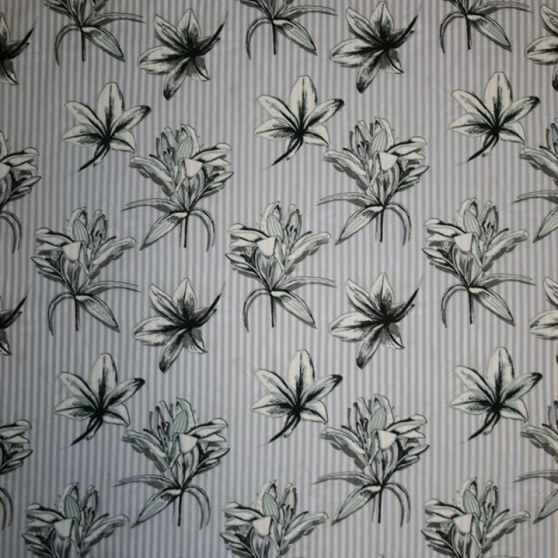 Bomuld stribet lyseblå og hvid med liljer
