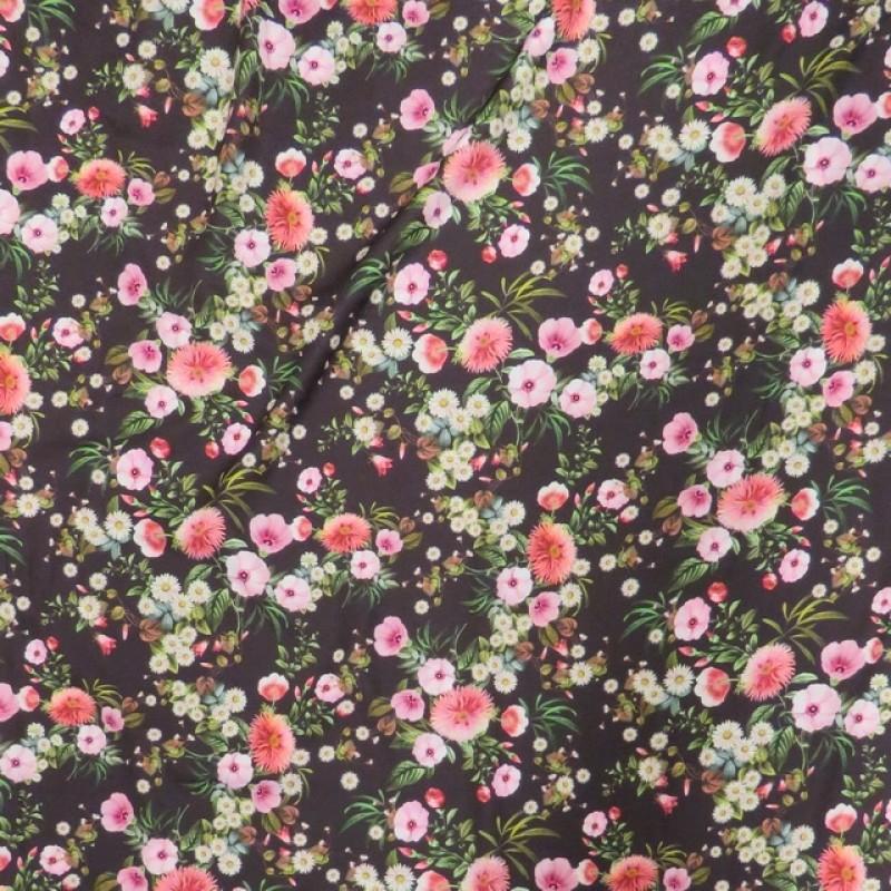 Polyester med digitale blomster i mørkebrun og lyserød