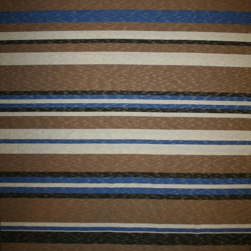 Strik i viskose polyester med striber i beige off-white klar blå