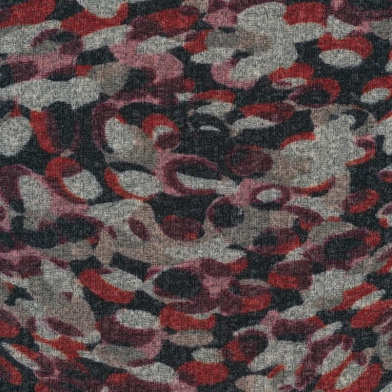Strik med pletter i koksgrå, rød og rosa