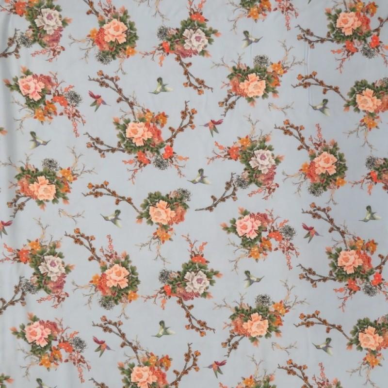 100% viscose med digitalt print med kolibri and blomster i lyseblå-312