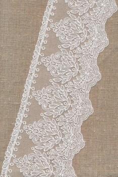 Spartel-/tyl blonde i knækket hvid, 105 mm.