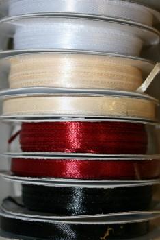 10 meter rulle satinbånd 3 mm. hvid - sort - mørkerød - off-white