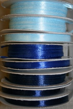 10 meter rulle satinbånd 6mm. babylyseblå - klar blå - mørkeblå