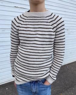 Friday Sweater Junior - PetiteKnit strikkeopskrift