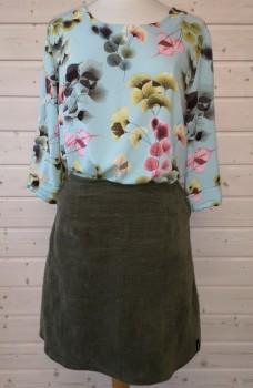 Bluse og nederdel syet efter Onion 2042 + 3035