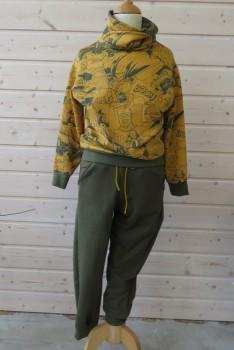 Sweatshirt og bukser syet i isoli