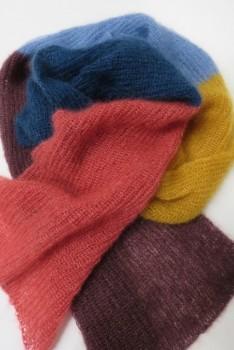 Halstørklæde strikket i Silk kid mohair i brede striber
