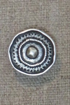 Metal-knap i skjold-look gl.sølv, 20 mm.