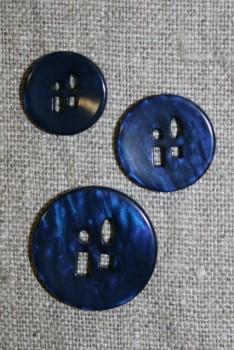 Meleret knap m/sjove huller i 3 str. blå