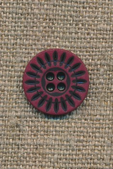4-huls knap bordeaux m/sorte streger, 15 mm.