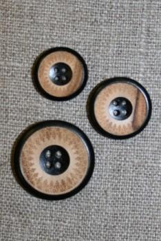 4-huls træ knap med mønster og kant i sort i 3 str.