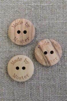 """Lys træknap med teksten """"Made by Moster"""""""