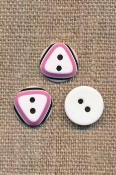 2-huls knap i hvid med 3-kant i syren og sort 12,5 mm.