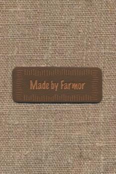 "Motiv i læderlook i brun ""Made by Farmor"""