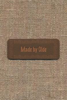 """Motiv i læderlook i brun """"Made by Olde"""""""