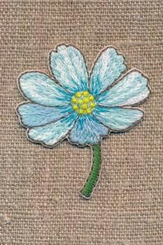 Strygemærke med blomst på stilk i lys turkis