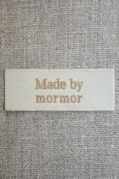 """Beige mærke """"Made by mormor"""""""