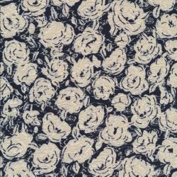 Blonde med roser i marine og sand