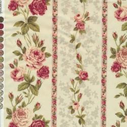 Afklip Patchwork stof creme med roser i striber 50x55 cm.