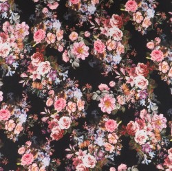 Crepé viscose med digitalprint med blomster i sort
