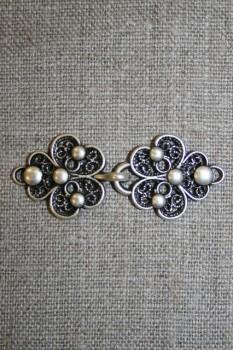 Hægt med blomst i gammel sølv