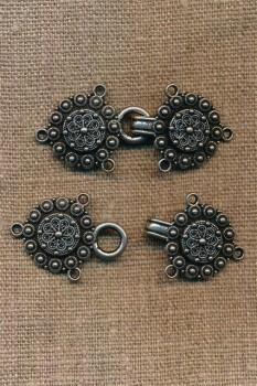 Hægt rund med blomst i gammel sølv og sort
