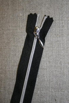 14+18+25+30+40 cm. sort/sølv lynlås 4 mm.