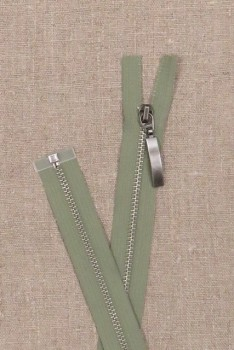 53 cm. delbar lynlås i lys støvet grøn - gl.sølv