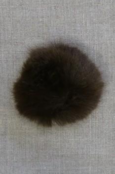 Pels-pompon i akryl i mørkebrun, 8 cm.