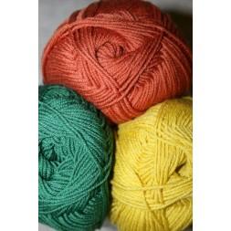Garn uld bomuld med 212 meter pr. 50 g. i rust, mørk grøn og carry-gul