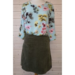 Bluse og nederdel syet efter Onion 2042 + 3035-20