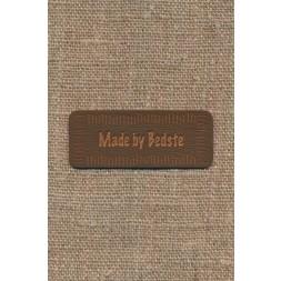 """Motiv i læderlook i brun """"Made by Bedste""""-20"""