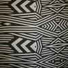 Chiffon m/grafisk mønster/striber sort/off-white-05
