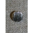 Lille metalknap sølv m/streger 9 mm.
