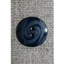 Mørkeblå 2-huls knap m/mønster, 14 mm.