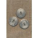 2-huls knap lysegrå i sten-look, 23 mm.